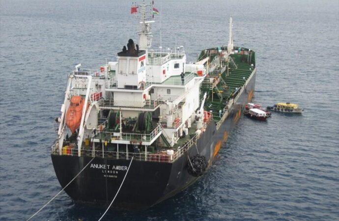 Одесский моряк спас судно после нападения пиратов: сам вел танкер двое суток