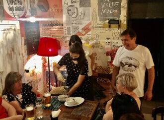 С угощением, песнями и гаданиями: о спектакле по вкусным рассказам одесского писателя