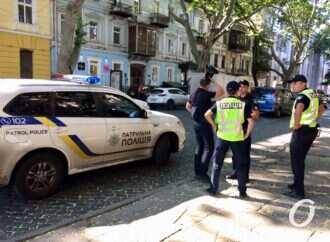 Эвакуируют машины и выписывают штрафы: патрульная полиция следит за нарушениями на Пушкинской (фото)