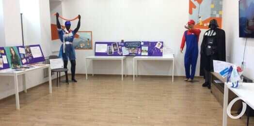 Как политики агитацию проводили: в Одессе открылась выставка «Избирательного трэша» (фото)
