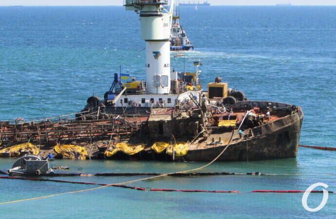 Танкера Delfi на пляжі вже немає: Зеленський розповів про операцію з підйому судна