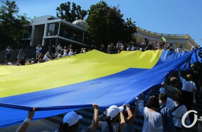 Гигантские скульптуры, флаги и вышиванки: как прошли праздничные выходные в Одессе