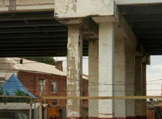 Просто труха: одесский общественник бьет тревогу по поводу состояния Ивановского моста (видео)