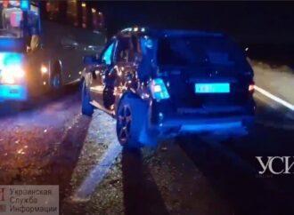 ДТП на Хаджибейському мосту: позашляховик не розминувся з автобусом
