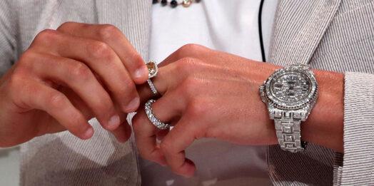 Как выбрать настоящие швейцарские часы