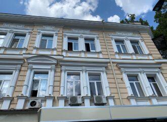 В Одессе начали демонтировать кондиционеры с «неположенных мест»