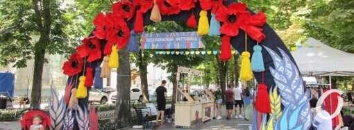 Вышиванки, авторская косметика и куклы на удачу: Приморский бульвар превратился в Город мастеров