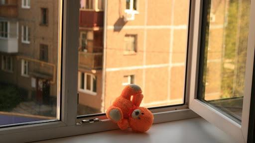 В Одесі з 9 поверху випав трирічний хлопчик