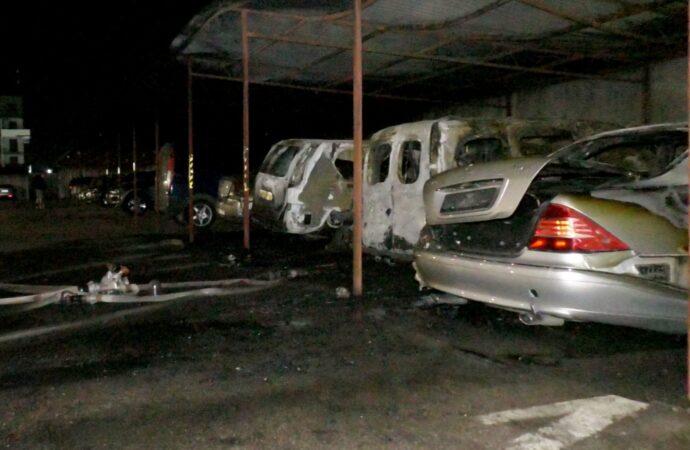 У селищі Котовського на автостоянці згоріли автомобілі