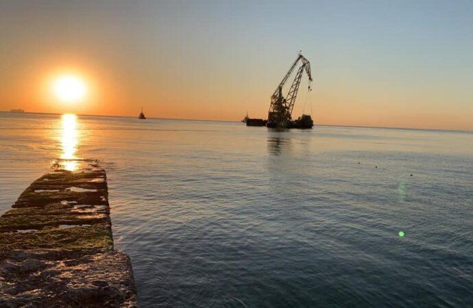 Танкер Delfi заводят в порт Черноморска (фото)