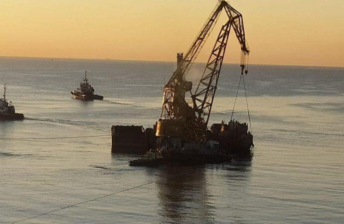 Танкер Delfi буксируют в Черноморск