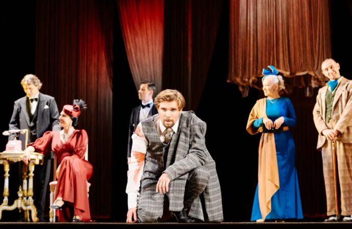 Добро пожаловать на ужин: в Украинском театре премьерой встретили новый театральный сезон