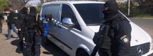 Отобрали почти миллион долларов: в Одессе задержали бандитов из еще одной ОПГ (фото)