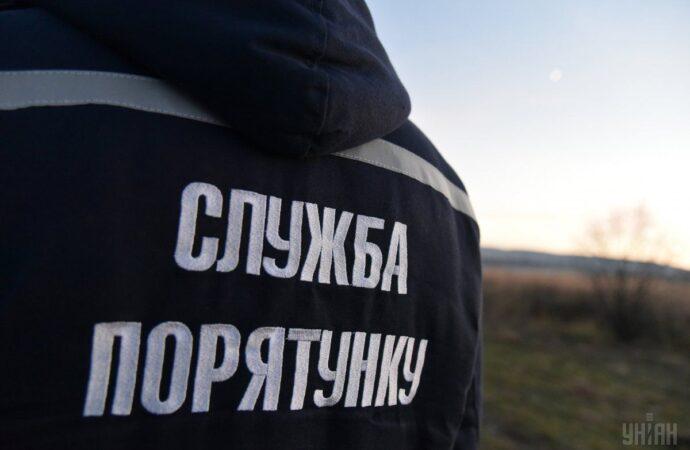 """На Одещині довелося рятувати трьох осіб, яких затисло у """"Жигулях"""""""