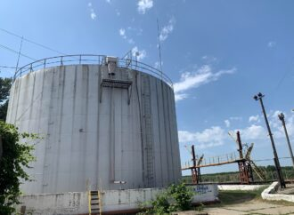 Вимагають зарплату: на Одещині робітники забарикадувалися в нафтовому резервуарі