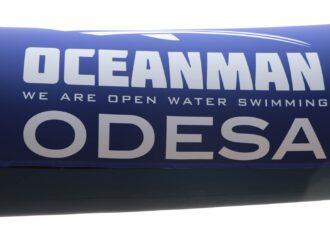 """В Одессе на пляже """"Отрада"""" соревновались сотни пловцов: кто победил?"""