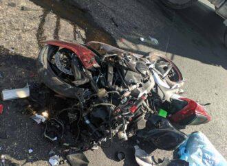 Влетел в фуру: в ДТП в Одесской области разбился мотоциклист