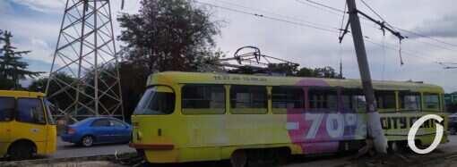 ДТП с трамваем парализовало движение электротранспорта в районе 7-ой станции Люстдорфской дороги в Одессе (фото)