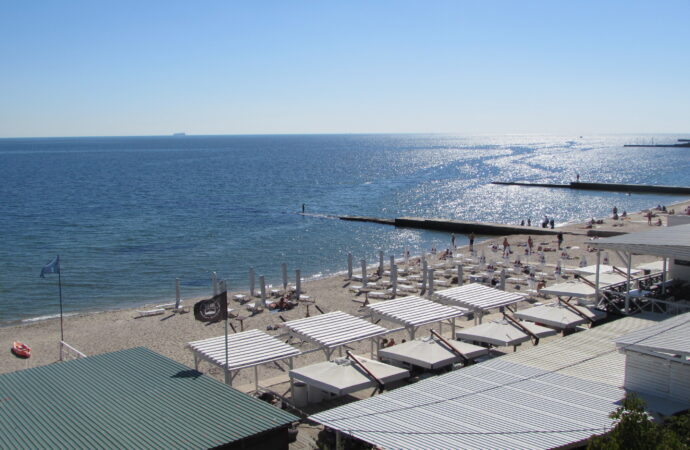 «Наконец-то убрали»: как сейчас выглядит пляж Дельфин без танкера и довольны ли одесситы