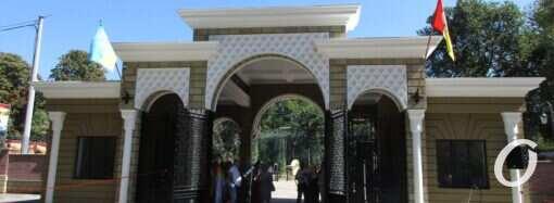 Арка, озера и фламинго: как выглядит новый вход в Одесский зоопарк (фото)