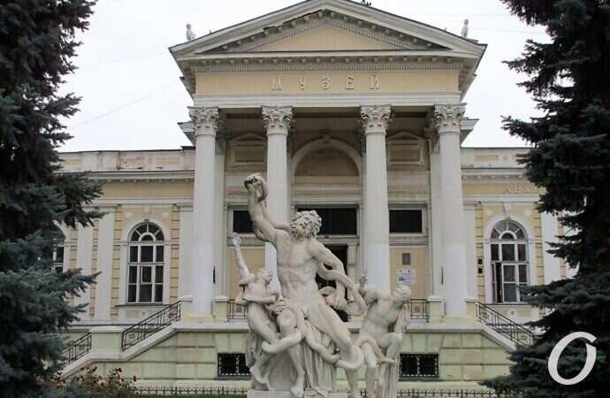 В Одессе вандалы снова изувечили скульптуру «Лаокоон и сыновья» (фото)