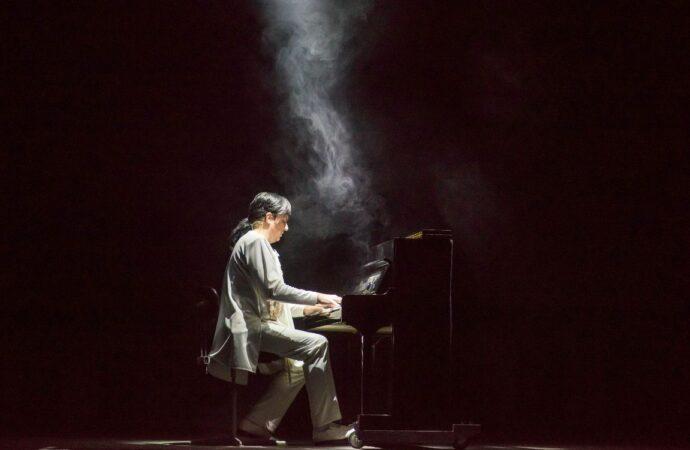 Без театра – никак: артист Одесской музкомедии Владимир Кондратьев о творческих вехах, счастливых случайностях и любимых ролях