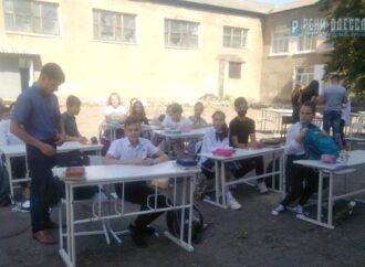 Перекрытие дороги и учеба под открытым небом: коротко о вчерашнем в Одессе