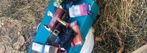 Виносили в кишенях усе для ремонту: на Одещині викрили сімейну пару зловмисників