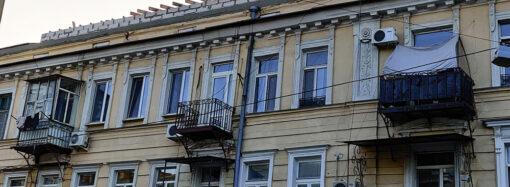Одесситы просят не уродовать мансардой памятник архитектуры на Дерибасовской