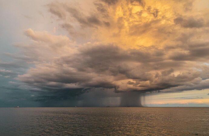 Штормовое предупреждение: на Одессу надвигается гроза