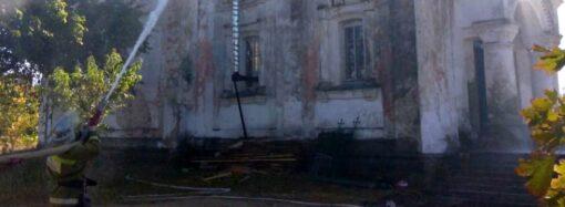 В Одесской области от удара молнии загорелся храм