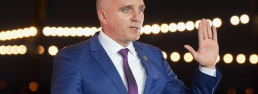 Поклялся на Библии: мэр Николаева заявил, что у него нет заводов тротуарной плитки (видео)