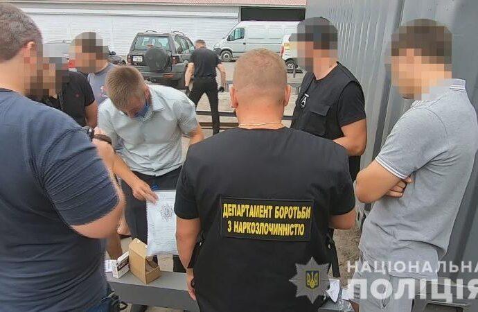В Одесі іноземець придбав півтора кілограма амфетаміна поштою (відео)