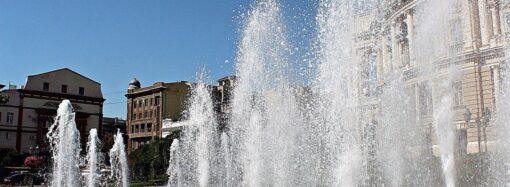 Вандалы в Одессе повредили фонтан на Театральной площади