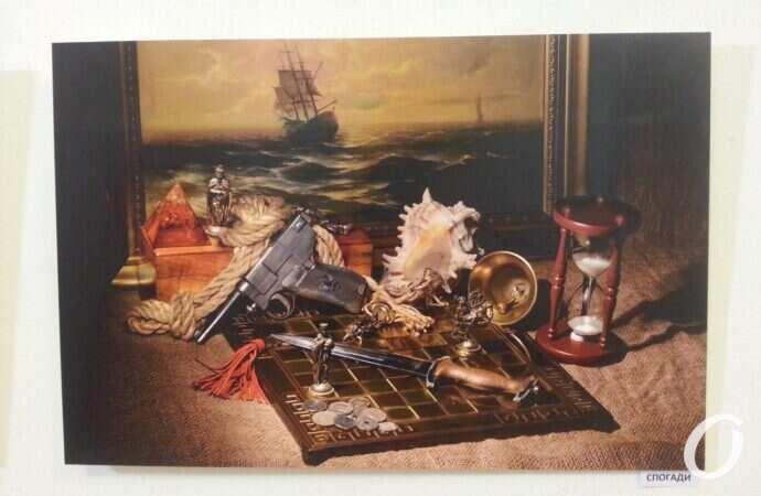 Натюрморты с оружием и окна души: в литературном музее открылась выставка известного художника
