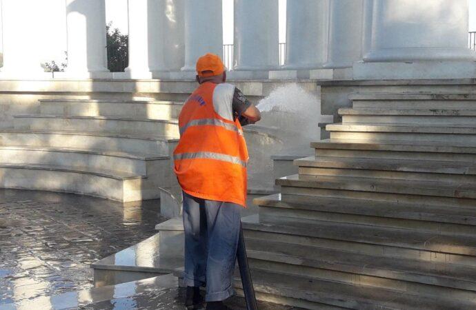 В Одесі вандали розмалювали Воронцовську колонаду