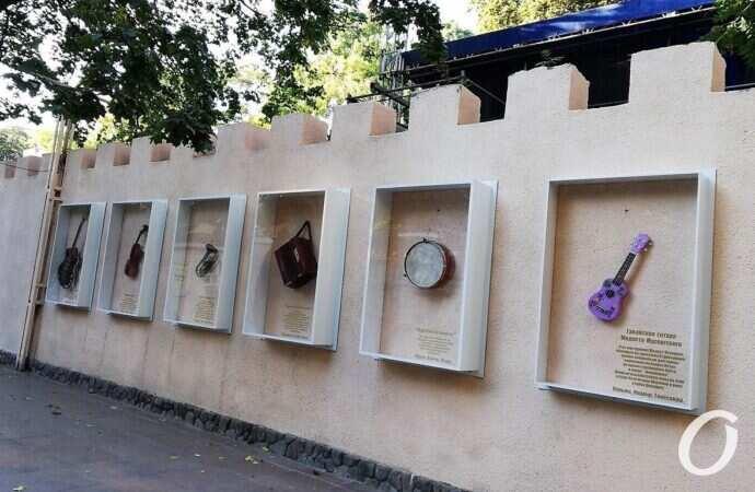 В Одессе выставили гитару, которую Мусоргский приобрел на Староконном рынке