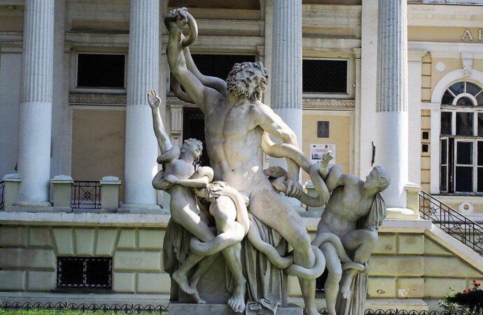 Состояние одесских скульптур и внедрение «электронного билета»: дайджест одесских новостей