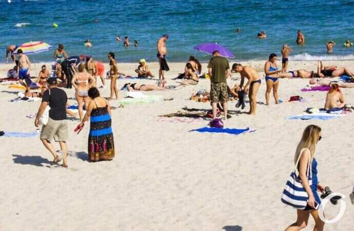 Холода близко: Одесса прощается с пляжным сезоном (фоторепортаж)