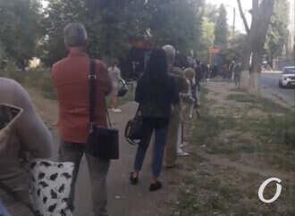На поселке Котовского – транспортный коллапс: на остановках застряли множество одесситов