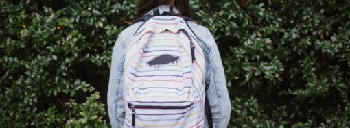 В Одесі понад 1200 першокласників-пільговиків отримали свій перший рюкзак