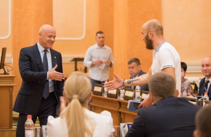 Конфликт исчерпан: Мэр Одессы и журналист Шацило пожали друг другу руку