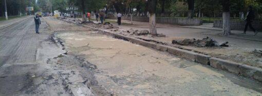 В Одессе затопило улицу Канатную: открытие движения транспорта отложат