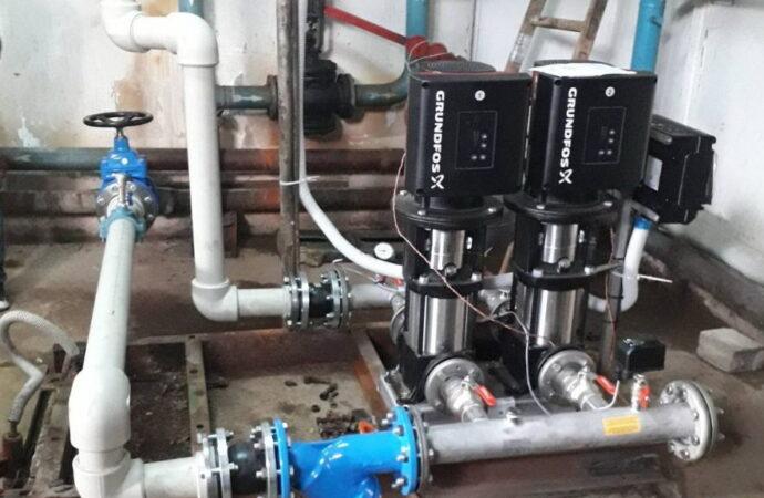 Инфоксводоканал устанавливает европейские насосы для круглосуточного водоснабжения многоэтажек