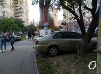 Паркуюсь как хочу: автохамы Одессы стали «героями» фотоподборки (фото)
