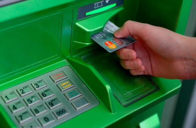 Долги украинцев могут взыскивать автоматически: список банков и условия