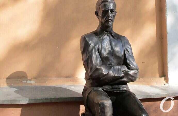 Здесь он писал свои «Окаянные дни»: в Одессе открыли памятник Нобелевскому лауреату (фото)