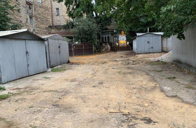 В Одессе капитально ремонтируют двор на Пастера (фото)