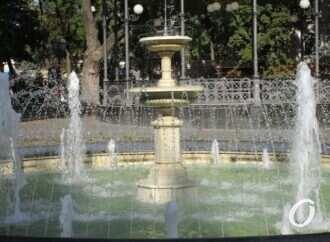 Октябрь по-одесски: фонтаны «трудятся» в полную мощь – фоторепортаж