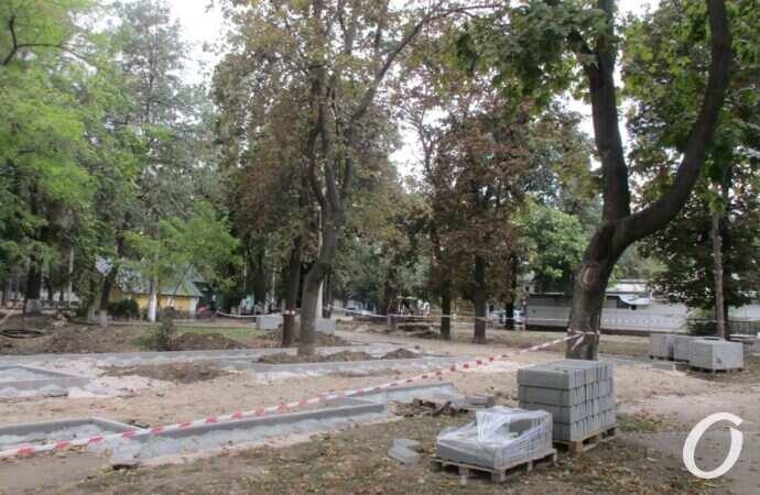 Известный сквер в Одессе стал неузнаваемым (фото)
